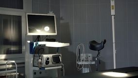 Medicinsk utrustning i en modern klinik, en bakgrund för medicinska apparater för dator Royaltyfria Bilder