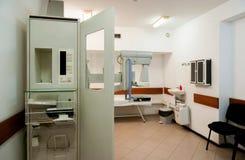 Medicinsk utrustning i medicinskt center Arkivbilder