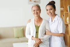 Medicinsk vård av patienten Royaltyfria Bilder