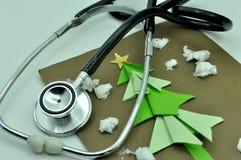 Medicinska instrument och kort Arkivbilder