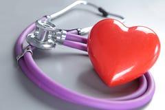 Medicinska instrument, stetoskop och röd hjärta för ENT Royaltyfria Foton