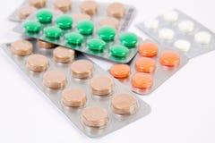 Medicinska preventivpillerar i emballage Arkivfoto