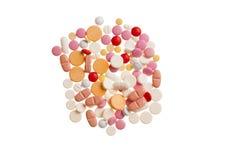 Medicinska preventivpillerar som isoleras på vit bakgrund Arkivbilder