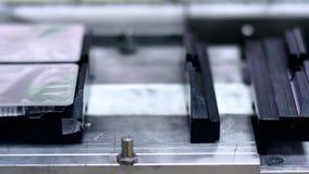 Medicinska produkter på farmaceutisk tillverkningslinje Medicinbransch lager videofilmer
