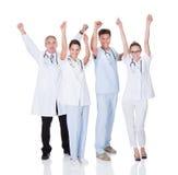 Medicinskt lag som firar framgång arkivbild