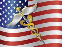 Medicinskt symbol för Caduceus med USA flaggabakgrund I Arkivfoto