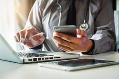 Medicinskt teknologibegrepp doktorsarbete royaltyfri foto