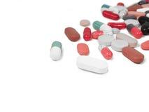 Mediciones,胶囊,驱散了被隔绝的片剂在白色 库存图片