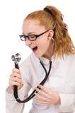 Medico abbastanza femminile con lo stetoscopio isolato sopra Fotografia Stock