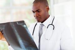 Medico afroamericano Immagine Stock