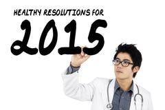 Medico asiatico scrive la risoluzione di salute per 2015 Fotografia Stock Libera da Diritti