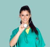 Medico attraente della donna con l'uniforme Immagini Stock Libere da Diritti