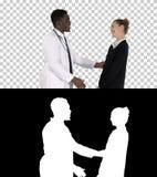 Medico che dice buone notizie ad un paziente, Alpha Channel fotografia stock libera da diritti