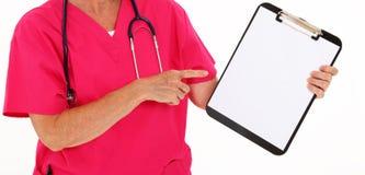 Medico che indica ai appunti Fotografie Stock
