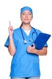 Medico che mostra il segno di attenzione Immagini Stock Libere da Diritti