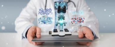 Medico che per mezzo del microscopio moderno con il renderin digitale di analisi 3D Immagini Stock