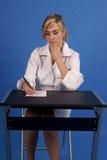 Medico che scrive una prescrizione Immagine Stock