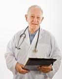 Medico che scrive una prescrizione immagine stock libera da diritti