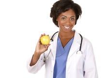 Medico che tiene una mela fotografie stock libere da diritti