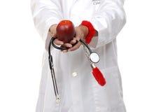 Medico che usando mela per dibattere riforma di sanità immagine stock
