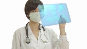 Medico cinese che preme i bottoni sull'interfaccia virtuale illustrazione vettoriale