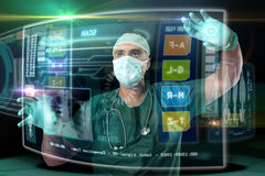 Medico con gli schermi Fotografie Stock Libere da Diritti