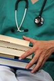 Medico con i libri Immagini Stock