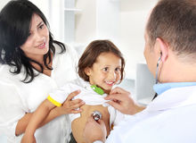 Medico con il bambino Fotografia Stock Libera da Diritti
