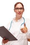 Medico con il piano di trattamento su Visite in ospedale Fotografia Stock