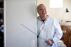 Medico con indicare della lavagna Immagini Stock Libere da Diritti