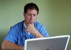Medico con lo stetoscopio #2 Fotografie Stock Libere da Diritti