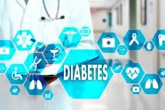 Medico con lo stetoscopio e l'icona del diabete nella connessione di rete medica sullo schermo virtuale sul fondo dell'ospedale fotografia stock
