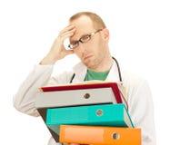Medico con molto lavoro Fotografie Stock Libere da Diritti