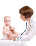 Medico con un bambino Immagini Stock Libere da Diritti
