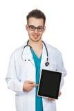 Medico con una compressa Immagini Stock