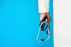 Medico con uno stetoscopio Fotografie Stock