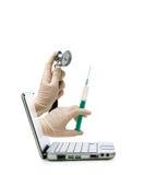 Medico dallo schermo di computer Fotografia Stock Libera da Diritti