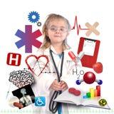Medico del bambino con la carriera accademica su bianco Fotografie Stock Libere da Diritti