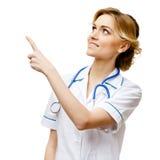 Medico della donna che sta sul fondo bianco immagine stock libera da diritti