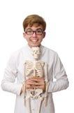Medico divertente con lo scheletro isolato su bianco Immagini Stock Libere da Diritti