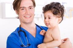 Medico e bambino Fotografia Stock Libera da Diritti