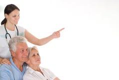 Medico e coppie anziane Immagini Stock Libere da Diritti