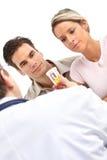 Medico e giovani coppie Fotografia Stock