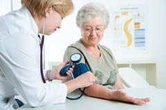 Medico e paziente Immagine Stock