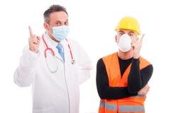Medico ed il costruttore che mostrano l'idea gesture il dito indice fotografia stock