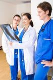 Medico ed infermiera Immagini Stock Libere da Diritti