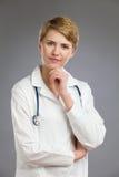 Medico femminile allegro. Fotografie Stock Libere da Diritti