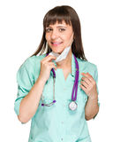 Medico femminile che indossa maschera chirurgica immagine stock libera da diritti