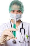 Medico femminile che tiene una siringa Fotografia Stock