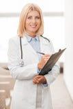 Medico femminile con esperienza fotografia stock libera da diritti